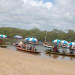 Jangadas fazem passeios pelo rio Maracaípe