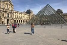 França deve ampliar toque de recolher para evitar novo confinamento