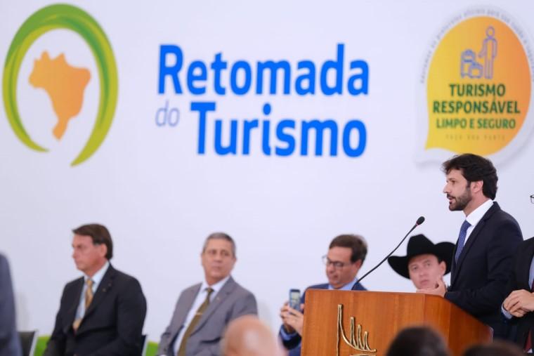 Marcelo Álvaro Antonio, ministro do Turismo, durante o lançamento do plano de retomada para o setor