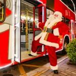 Papai Noel em festa passeando de BusTour