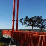 Torres de aço sustentam a plataforma