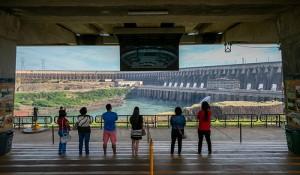 Itaipu recebe 4,4 mil visitantes no feriado e celebra retomada