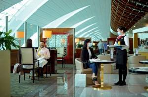 Emirates volta a abrir seus lounges pelo mundo