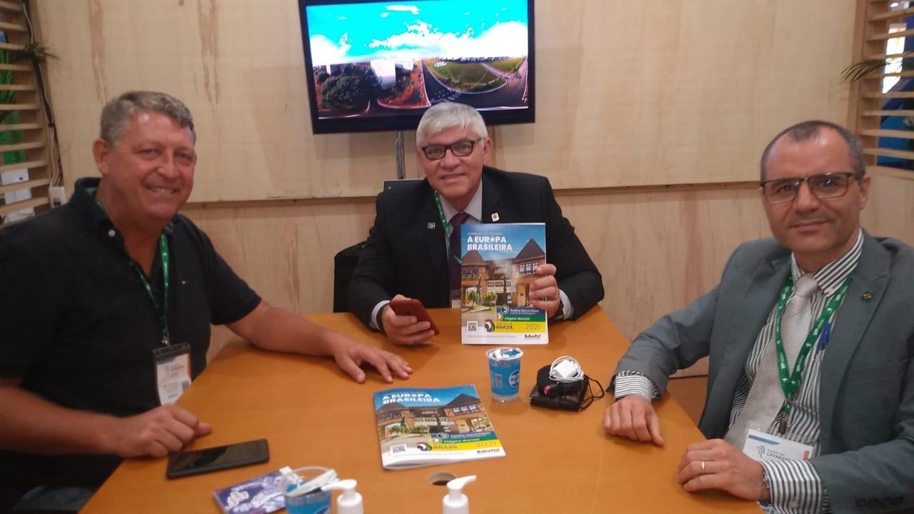 Aroldo Schultz em reunião com José Maurílio e Elio Filho, da Embratur
