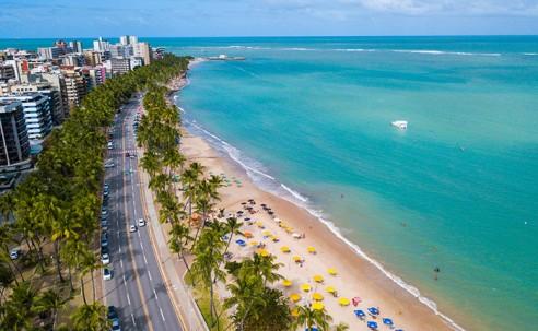 Alagoas reabre praias, flexibiliza restrições e terá mais de 760 voos em julho