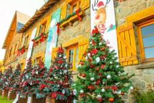 Natal chega a Bariloche com decoração especial e montagem de árvore