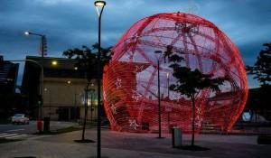 Praça Mauá (RJ) ganha projeto natalino com árvore e bola de Natal gigantes