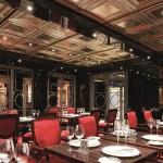Um dos 13 bares e restaurantes do navio