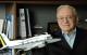Ozires Silva recebe uma das maiores condecorações aeronáuticas do mundo
