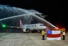 Com direito a batismo, American retoma rota Miami–Manaus; veja fotos