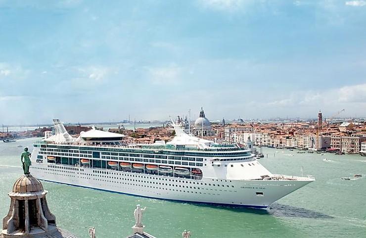 grandeur-Venice-St-Giorgio-Italy-canal-overview-hero