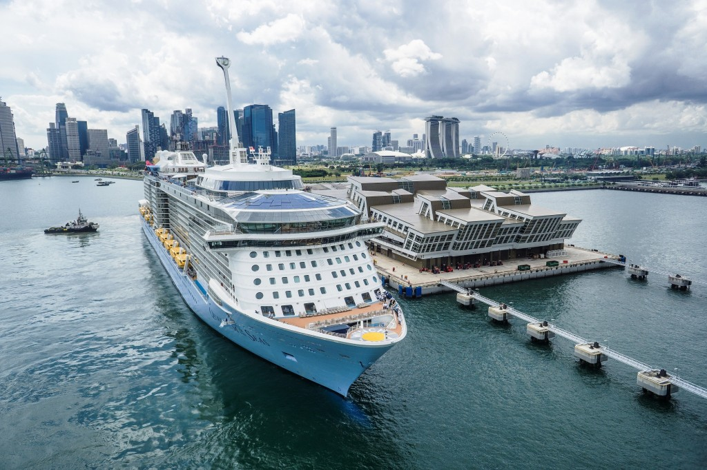 1523293075_Quantum-of-the-Seas-at-Marina-Bay-Cruise-Centre-Singapore-in-2015