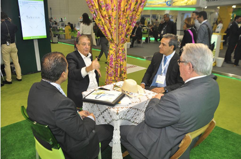Claudio Junior e Breno Mesquita em reunião com Arialdo Pinho, secretário de Turismo do Ceará durante a WTM Londres, em novembro de 2018. Roy Taylor, do M&E, participou do encontro.