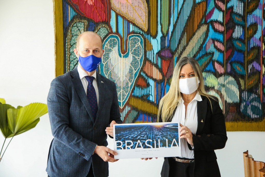 Embaixador da Finlândia, Jouko Leinonen, e a secretária de Turismo no DF, Vanessa Mendonça