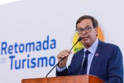 Certificado de vacinação é uma facilidade, não uma obrigatoriedade, explica ministro do Turismo