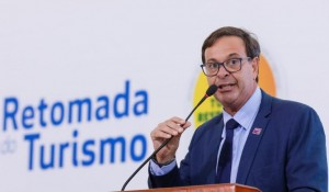 MTur e Embratur debatem aprimoramento da segurança turística no Brasil