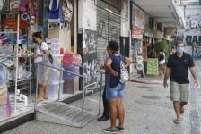 Número de brasileiros endividados bate recorde em abril, diz CNC