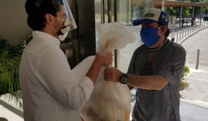 Bondinho Pão de Açúçar doa 3 toneladas de alimentos para guias de turismo