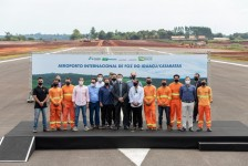 Com presença de Bolsonaro, solenidade marca término das obras no aeroporto de Foz