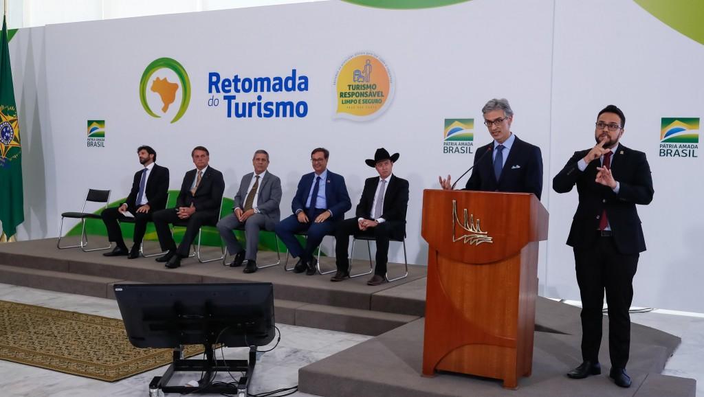 Marco Ferraz representou o trade de turismo durante o lançamento do plano de retomada do setor, no ano passado (Foto Isac Nóbrega/PR)
