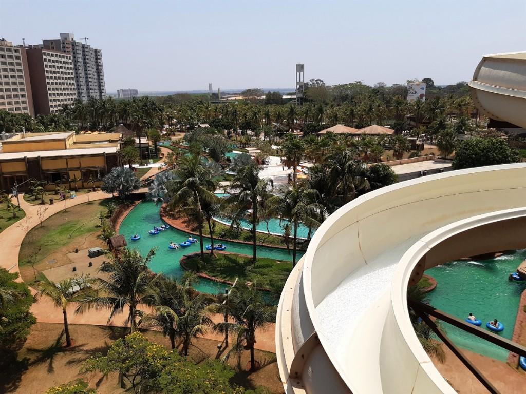 Parque aquático Hot Beach com Hot Beach Resort ao fundo