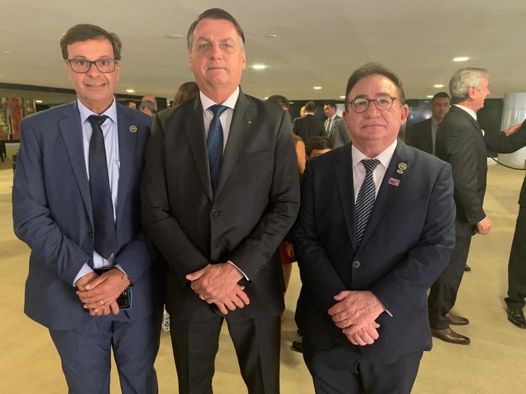 Manoel Linhares com o presidente Jair Bolsonaro e Gilson Machado Neto, durante a posse de Gilson no Mtur