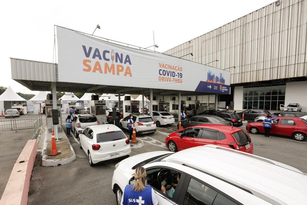Vacinação do drive-thru no Anhembi. (Foto: Jose Cordeiro/SPTuris)
