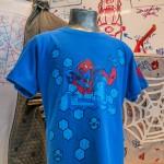 Uma das novas camisetas