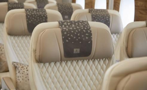 Emirates exibirá seus novos assentos Premium Economy pela primeira vez na ATM