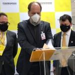 Adalberto Bogsan, CEO da ITA, Eduardo Sanovicz, presidente a Abear, e Sidnei Piva, presidente do Grupo Itapemirim, anunciam a entrada da companhia na Abear