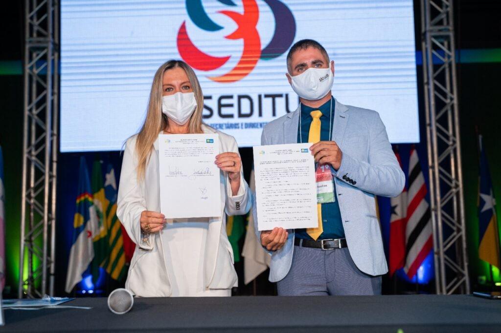 Saulo Santos (Setur São Luís) e Vanessa Mendonça (Setur DF)