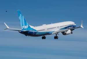 Boeing realiza primeiro voo do B737-10 MAX