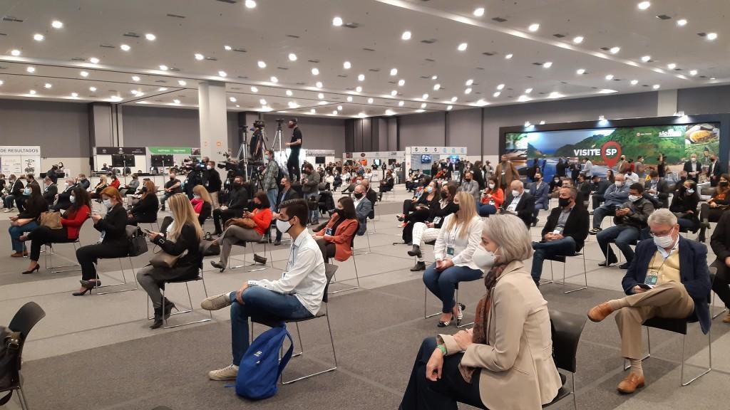 Plateia com distanciamento social na Expo Retomada