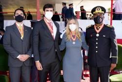 Secretária do DF recebe comenda da Ordem do Mérito Bombeiro Militar