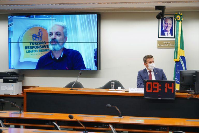 Secretário do Mtur, William França, participou da audiência (Pablo Valadares/Câmara dos Deputados)