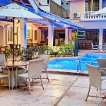 A piscina do hotel também foi renovada