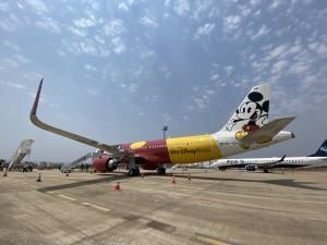 Confins recebe A320neo personalizado da Azul em parceria com a Disney