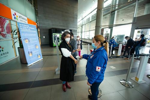 Turista chegando no Aeroporto de Bogotá