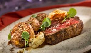 Restaurante do Disney's Contemponary Resort terá menu exclusivo de 50 anos