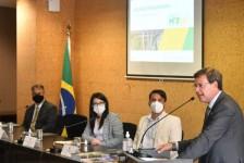 Maior gargalo do turismo brasileiro é o custo da passagem aérea, diz ministro