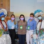 As baianas Lucileide Nascimento e Marly Trindade com Alessandra Veiga, Regina Ahmed e Dianna Moura, da Secretaria de Turismo da Bahia