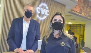 Nova loja conceitual da CVC foca na tecnologia e na experiência do cliente; fotos