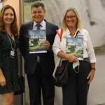 Elaine Tenerella, do Visit Iguassu, Felipe Gonzalez, do Cassinotur, e Rosa Masgrau, do M&E