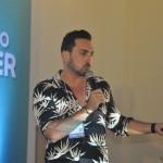 Influenciador Lucas Estevam, o Estevam Pelo Mundo, fez uma das palestras de maior ocupação na Vila do Saber da Abav Expo