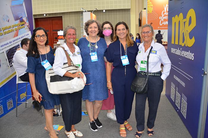 Mari e Rosa Masgrau, do M&E, com Veronica Patrício e agentes de viagens do Ceará