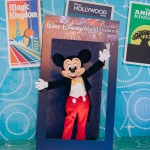 Mickey Mouse de braços abertos para receber seus convidados