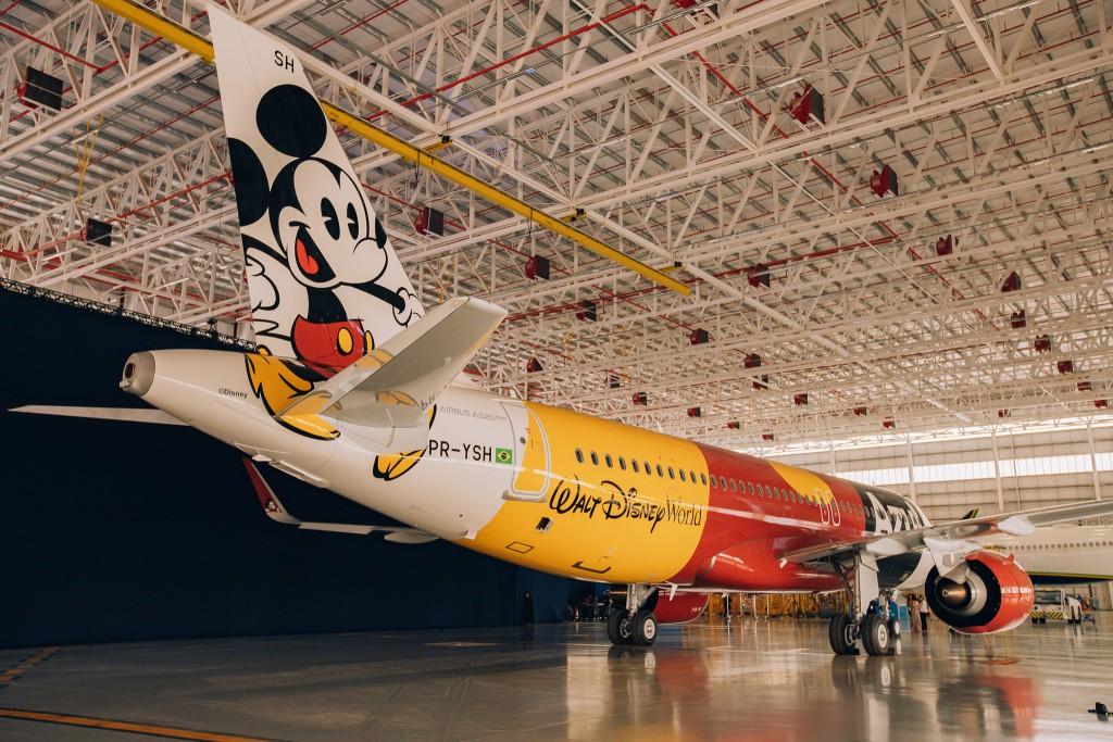 O avião - Mickey Mouse nas nuvens