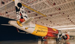 """Azul e Disney apresentam primeira aeronave da """"Frota mais mágica do mundo""""; fotos"""
