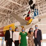 O time Disney composto por Luiz Araújo, Ana Locatelli, Cinthia Douglas, Barbara Modenesi e Angel Sarria