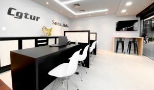 Cgtur e Santa e Bella inauguram lojas no aeroporto de Florianópolis